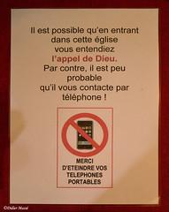 Affiche à l'entrée de l'église Saint-Estèphe, cela m'a bien fait sourire ... ah les accros du portable !!! (didier95) Tags: affiche eglise telephone portable interdiction