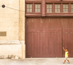 Huge! (TablinumCarlson) Tags: amerika america karibik caribbean sea gulf mexico atlantic ocean cuba republic antilles havanna havana habana vieja street photography kuba boy junge kind kid childreen summicron 50mm child