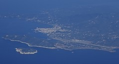 JSI/LGSK: Airport and on the left City of Skiathos (Roland C.) Tags: airport airfield greece skiathos