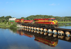 813 + 814, St Augustine FL,  25 June 2018 (Mr Joseph Bloggs) Tags: fec fec226 226 florida east coast usa united states america st saint augustine miami hialeah jacksonville bowden 813 814 ge general electric gevo intermodal stack double container train treno bahn railway railroad gees44c4 es44c4