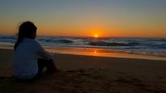 Coucher de soleil d'hier soir... notre étoile s'en va éclairer et réchauffer d'autres humains  ----- Yesterday's sunset... Our star is going to light and heat other humans  ----- (c) www.benheine.com ----- #sunset #coucherdesoleil #sea #seaside #mer #phot (Ben Heine) Tags: waves poetic beauty night instadaily photographie video sun sea music benheinephotography seaside soleil instaphoto sunset musique coucherdesoleil silhouette samsungs9 mer human humans photography landscape