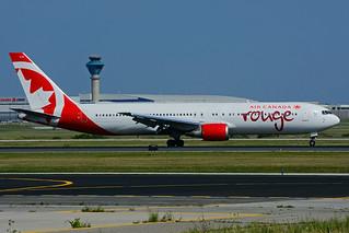 C-FXCA (Air Canada - rouge)