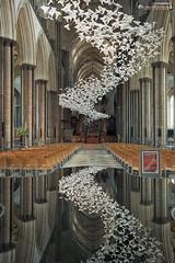Inside Salisbury Cathedral (dieLeuchtturms) Tags: gotik kirche salisbury grosbritannien wasserspiegelung wiltshire 2x3 englischegotik england europa europe greatbritain waterreflections church englishgothic gothicart reflection waterreflection vereinigteskönigreich gb