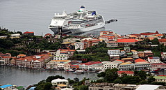 St. George's - Grenada (yorkiemimi) Tags: karibik grenada harbor ship cruise hafen city stadt buildings sea