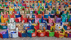 4389 boxes - the longest line of bird nest boxes (diwan) Tags: germany deutschland sachsenanhalt saxonyanhalt magdeburg stadt city place erhardhübenerplatz vogelhäuschen birdnestboxes farben color weltrekord guinnessworldrecord längsteaneinandergereihtereihevonvogelhäuschen thelongestlineofbirdnestboxes sigma35mmf14dghsmart canoneos5dmarkiv canon eos 2018 geotagged geo:lon=11635019 geo:lat=52127494