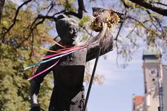 (mac_teo) Tags: munchen munich viktualienmarkt statue trip