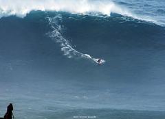 RAFAEL TAPIA LEWIN / 3029FSV (Rafael González de Riancho (Lunada) / Rafa Rianch) Tags: faro farolosurf waves surfing olas sport deportes sea mer mar nazaré vagues ondas portugal playa beach 海の沿岸をサーフィンスポーツ 自然 海 ポルトガル heʻe nalu palena moana haʻuki kai olahraga laut pantai costa coast storm temporal