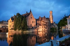 Canales de Brujas (Garte28) Tags: nikond90 d90 nikon nikonistas sigma 10mm wideangle wide brujas brugges belgium bélgica lightroom city water river village night europe europa beautiful wonderful amazing travel
