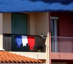 Les Bleus ont gagné ;-) (fotomie2009) Tags: ceret france francia flag drapeau bandiera funny française