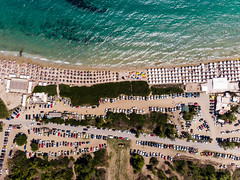 Camping site with cars and beach with parasols. Photographed from above (marcoverch) Tags: locationindependent griechenland chalkidiki digitalnomad kassandra aerial dji greek urlaub reiseblogger luftaufnahme afytos reisen travel aerialphotography mavicair luftbildaufnahme decentralizedadministrationof decentralizedadministrationofmacedoniaandthrace gr macedoniagreece makedonia macedoniatimeless macedonian macédoine mazedonien μακεδονια македонијамакедонскимакедонци reise city stadt town dorf architecture diearchitektur sight sicht sea meer house haus seashore strand tourism tourismus antenne cityscape stadtbild vacation ferien water wasser summer sommer building gebäude urban städtisch noperson keineperson landscape landschaft outdoors drausen hill hügel campingsite cars beach parasols photographedfromabove