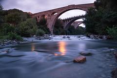 Un puente, dos puentes, tres puentes... (Nathalie Le Bris) Tags: puente pont bridge medieval pontdudiable céret tres trío lvm largaexposición longexposure sunrise horaazul bluehour heurebleue