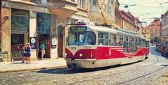 Tram dans la ville de Prague (lescamionsdeurope) Tags: tram train républiquetchèque transportencommun prague ville