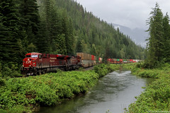 CP 8875 ~ Taft (Chris City) Tags: train railway railroad mainline container freight river rain mountains cpr es44ac gevo shuswap taft revelstoke