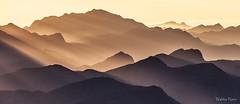 Pico do Caledônia e outras montanhas (Waldyr Neto) Tags: montanhas mountains montanha morroaçu parnaso serradosórgãos sunrise raiosdesol sunrays cloudsstormssunsetssunrises c