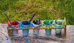 Painting utensils (G_E_R_D) Tags: malen painting farben paint kinderspas bunt colorful seeonseebruck bayern bavaria fürdiekinder forthechildren chiemsee oberbayern bayerischesmeer