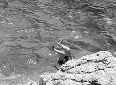 Il salto (marcus.greco) Tags: jump water portrait blackandwhite