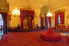 The Throne Room (BarryFackler) Tags: iolanipalace royalresidence hawaiianmonarchy kingdomofhawaii palace honolulu nationalhistoriclandmark hawaiianculture hawaiianhistory hawaii polynesia nationalregisterofhistoricplaces landmark historical 2018 barryfackler barronfackler hawaiianheritage throneroom thrones kahili indoor carpet royalty chairs furniture chandeliers cornices sofa thethroneroom escutcheons oahu vacation