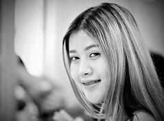 Smile (Stefan Wirtz) Tags: mädchen frau lächeln smiling bangkok thailand flughafen sanambin blick augen mund