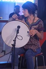Suna Alan (2018) 05 - percussionist (KM's Live Music shots) Tags: worldmusic turkey traditionalturkishmusic traditionalkurdishmusic gizemaltinordu sunaalan bendirturkish framedrum handpercussion drums womeninmusic fridaytonic southbankcentre