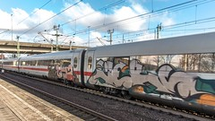062_2018_03_20_Hamburg_Harburg_ICE_Graffiti (ruhrpott.sprinter) Tags: ruhrpott sprinter deutschland germany allmangne nrw ruhrgebiet gelsenkirchen lokomotive locomotives eisenbahn railroad rail zug train reisezug passenger güter cargo freight fret hamburg harburg akiem boxx ctd db dispo dbcsc dsc egp eloc locon lte me meg mt mteg nrail press rhc rsc slg 0185 0650 0812 1212 1214 1246 1261 1273 3296 3333 4482 5812 6101 6140 6143 6145 6182 6187 6193 6241 7386 logo natur graffiti