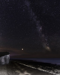 Universe (Chipyluna) Tags: milky way milkyway universe galaxy stars planets space astro astrophotography light distance time cliffs rick chalf eastbourne beachyhead un england eastsussex sussex coast beach shoreline shore sea waves tide seascape horiaon blue purpplpe pink white night evening late slowshutter nikon nikond5600 d5600 sigma