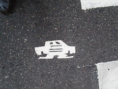 Short Stikman White Robot Tile Tmes Square NYC 7076 (Brechtbug) Tags: a return stikensian era white robot tile stikman broadway times square nyc street art graffiti tag tagging stencil cut out toynbee stickman asphalt figurative school flat action figures new york city 08102018 cross walk smoke 2018 stik man men curious streets summer heat august