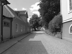 Västra Gatan, Kungälv, 2018 (biketommy999) Tags: kungälv bohuslän sverige sweden 2018 biketommy biketommy999 svartvitt blackandwhite