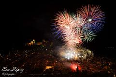 LA NOCHE DE LOS FUEGOS (E.M.López) Tags: 2018 verano agosto alcalálareal jaén andalucía españa fuegosartificiales cohetes pirotecnia color luz explosión noche nocturna fortalezadelamota fiesta