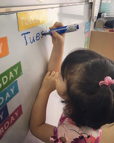 Step by step, we all learn in different ways at different paces. 🍎📖 #daycare #preschool #kindergarten #writing #tracing #abcs #英語の勉強 #英語育児 #保育園 #幼稚園 #練習 #東京 #港区ママ