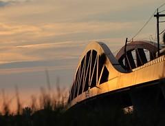 Sunlight on the Hanzeboog (1) (wilma HW61) Tags: zonsopkomst sunrise solopgang leverdusoleil sonnenaufgang alba zonlicht zon sunlight sun ochtendstond ochtengloren ochtendzon morning brug bridge spoorbrug hanzeboogbrug hanzeboog railwaybridge eisenbahnbrücke brücke ponteferroviario pontferroviaire sky clouds hattem zwolle overijssel gelderland natuur nature natur naturaleza nederland niederlande netherlands nikond90 holland holanda paysbas paesibassi paísesbajos europa europe été zomer summer sommer outdoor wilmahw61 wilmawesterhoud