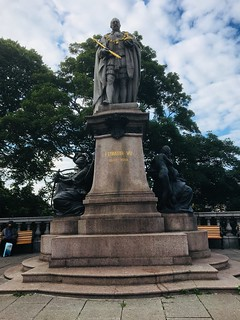 Statue of King Edward V11 in Aberdeen, he reigned 1901-10.