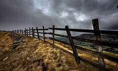 Old fence (Phil-Gregory) Tags: fence nikon d7200 tokina1120mmatx tokina wideangle ultrawide peakdistrict derbyshire edale greatridge morning grim scenicsnotjustlandscapes landscapes