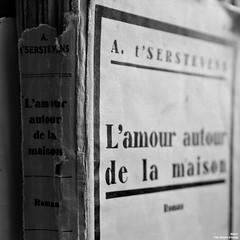 Pas éternel. (Un jour en France) Tags: monochrome amour livre éternel noiretblanc noiretblancfrance
