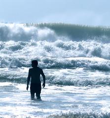 Save yourself ! (Le.Patou) Tags: france aquitaine medoc vensac eau mer océan vague tsunami écroulante monstre bleu fz1000 écume water splash sea monster blue foam drop rolling