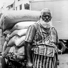 People of Sri Lanka 4 (Didier ANDRAU) Tags: argentique analog yashica portrait people photography personnes hindou religion film kodak bw voyage travel street colombo temple trix 400tx medumformat blackandwhite noiretblanc kodak400tx moyenformat yashica635 srilanka heavyweight worker durlabeur force strong stripes