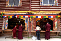 Monks (MelindaChan ^..^) Tags: sichuan china 四川 川西高原 白玉 tibetan monastery chanmelmel mel melinda melindachan worshoip pray religion buddha buddhish building mountain 噶陀寺 kathok life house monk people