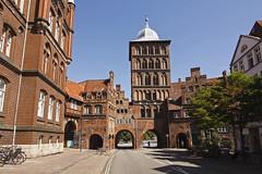 Das Lübecker Burgtor (Lilongwe2007) Tags: deutschland lübeck burgtor stadtmauer stadtbefestigung altstadt turm backstein gotik architektur schleswigholstein historische bauwerke
