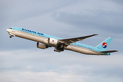 KOREAN AIR B777-300ER HL8209 003 (A.S. Kevin N.V.M.M. Chung) Tags: aviation aircraft aeroplane airport airlines boeing plane spotting newchitose cts hokkaido takeoff departure sky flying b777 worldliner b777300er