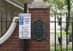_IAW0483 (IanAWood) Tags: centrallondon flaneur london nikkorafs56mmf14g nikondf pbwa streetphotography thecityoflondon walkingwithmynikon