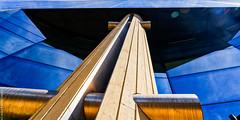 Perspective (L'Abominable Homme de Rires) Tags: ladéfense skyscraper building immeuble igh paris contreplongée iledefrance canon5d 5dmkiii sigma 24105mmf4 dxo photolab lightroom architecture art