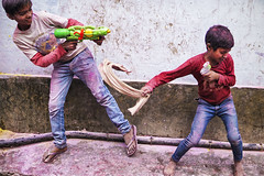 fight (alfieianni.com) Tags: holi holifestival festival mathura vrindavan india indian color colors reportage journalism travel travelphotography traveling tradition kids play playing fun