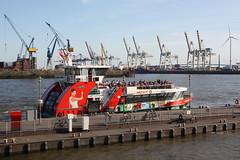 HADAG: Fährschiff HAMBURGENSIE am Fähranleger Altona (Fischmarkt) (Helgoland01) Tags: hadag schiff ship ferry fähre hamburg fluss river elbe deutschland germany hafen port harbor