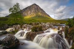 Buachaille Etive Mòr Waterfalls (Uillihans Dias) Tags: green buachailleetivemòr scotland highlands glencoe landscape waterfall uk unitedkingdom britain nature longexposure le