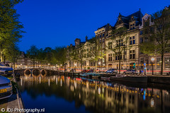 Follow the dots (JdJ Photography (www.jdj-photography.nl)) Tags: herengracht leidsegracht grachtengordel canalbelt amsterdamcitycenter amsterdam nederland netherlands europa europe avond evening blauweuur bluehour gracht canal reflectie reflection brug bridge bomen trees autos cars straatverlichting streetlights boten boats