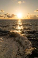 Coucher de soleil en mer - 6006 (rivai56) Tags: coucher de soleil en mer 6006 sunset sea