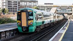 377205 (JOHN BRACE) Tags: 2002 bombardier derby built electrostar 377205 southern livery east croydon station