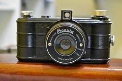 Beauta Miniature Candid camera - Made in USA (Matthew Paul Argall (Digital and Misc)) Tags: bakelite old vintage classic retro classiccamera vintagecamera oldcamera chicagocluster artdeco collectable camera