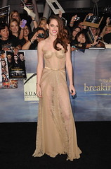 Fashion Kristen Stewart at Breaking Dawn Part 2 Premiere (TrendVogue) Tags: trendvogue net fashion trend vogue style beauty celebrity food health life sex love wedding models mode girl parties ready to wear week designers cat walk