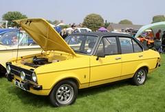 JRL 162P (Nivek.Old.Gold) Tags: 1975 ford escort 1600 sport 4door mk2