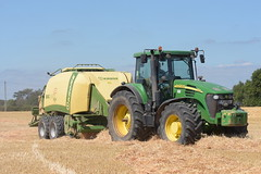 John Deere 7920 Tractor with a Krone 1290 High Speed High Density Baler (Shane Casey CK25) Tags: john deere 7920 tractor krone 1290 high speed density baler jd green traktor traktori tracteur trekker trator ciągnik grain harvest grain2018 grain18 harvest2018 harvest18 corn2018 corn crop tillage crops cereal cereals golden straw dust chaff county cork ireland irish farm farmer farming agri agriculture contractor field ground soil earth work working horse power horsepower hp pull pulling cut cutting knife blade blades machine machinery collect collecting nikon d7200